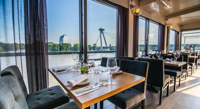 bratislava_restaurant_(copyright_booking.com_botel_gracia)