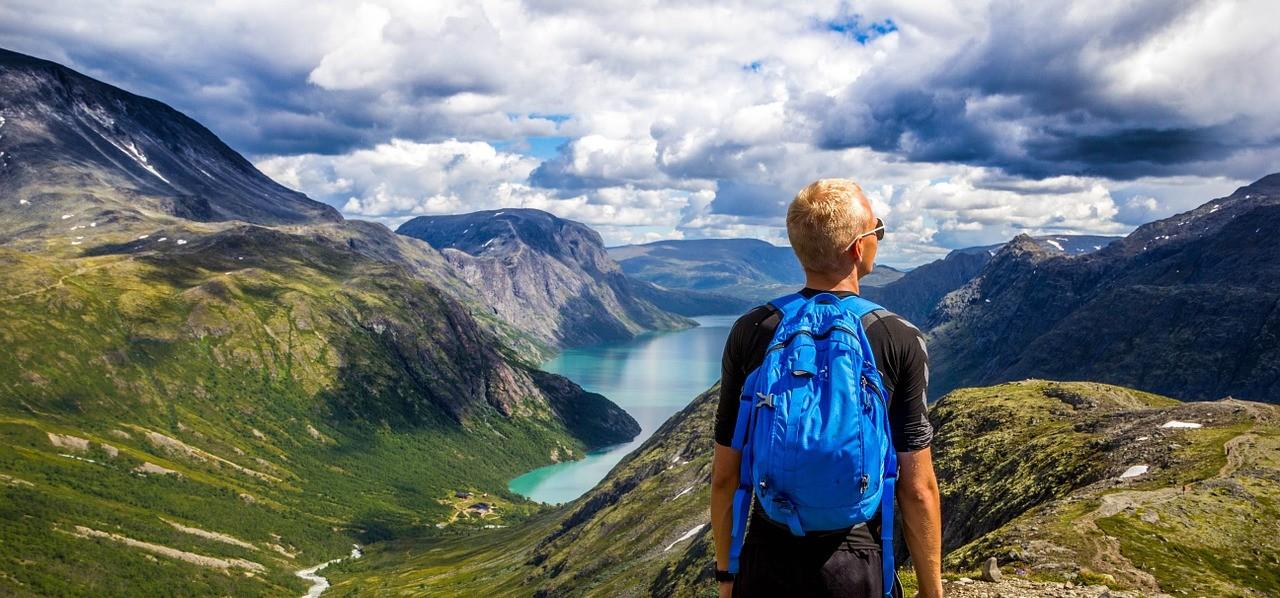 Norwegen, Reisender (Bild: Theplatypus, Pixabay, Ausschnitt)
