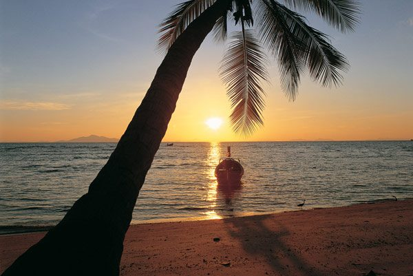 thailand-Phi-Phi-Island-Village-Beach-Resort-sunset-1
