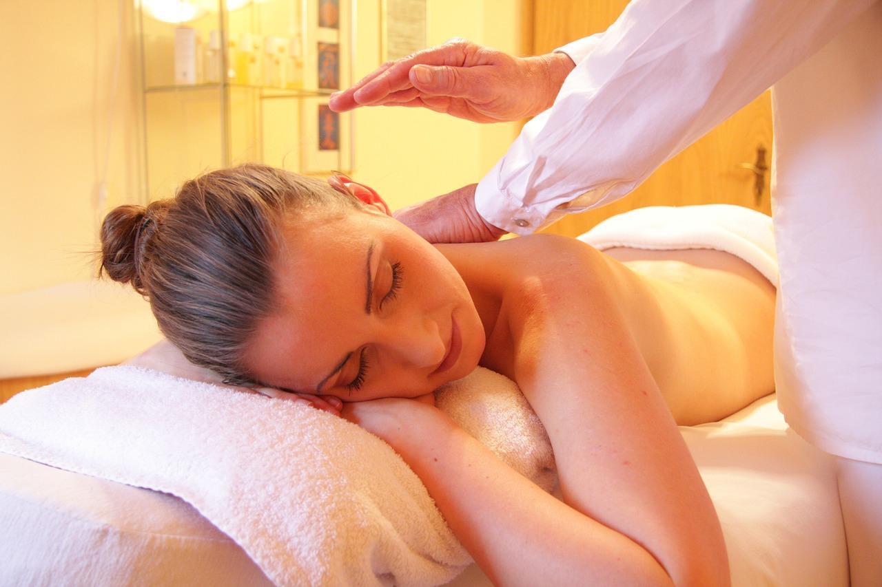 Wellness, Massage (Bild: rhythmuswege, Pixabay)