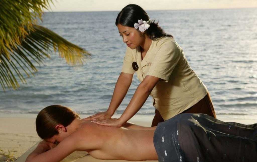 Massage_(copyright)_Reethi_Beach_Resort