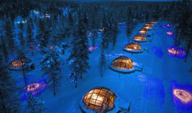 glass-igloos-view-from-air_copyright_kakslauttanen_arctic_resort