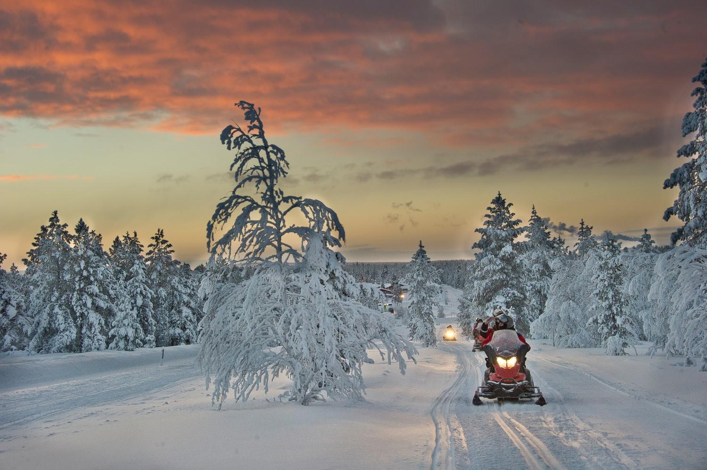 Schneemobil Finnland, Lappland (Bild © Kakslauttanen Arctic Resort)
