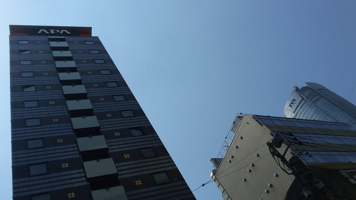 APA Hotel Roppongi-Ekimae in Tokio mit Blick zu Mori-Tower