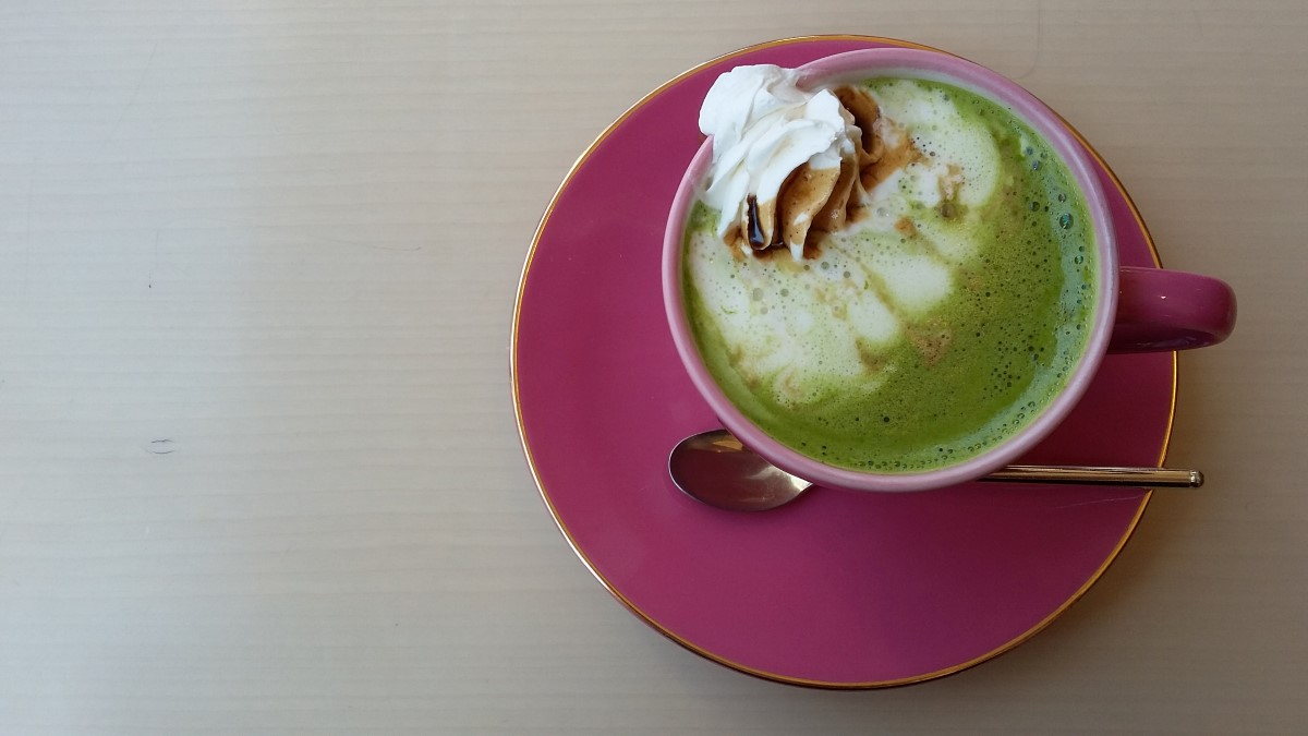 Matcha Latte im Almond Cafe in Roppongi, Tokio - mmmmmh!