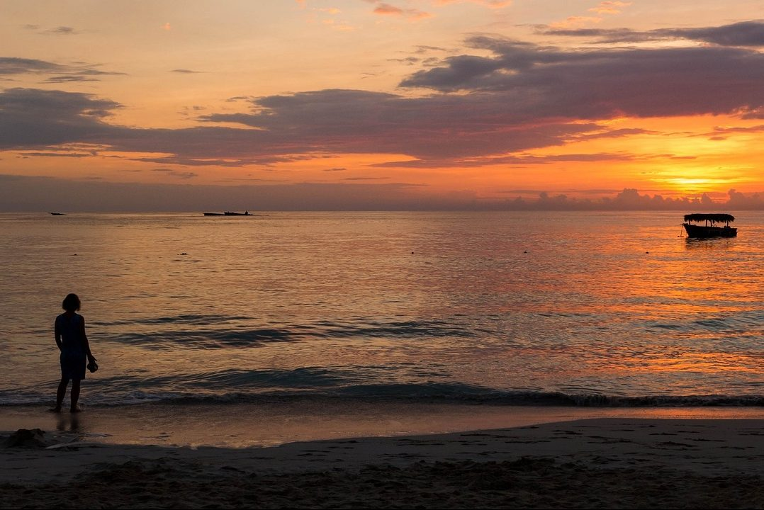 Dominikanische Republik, Strand, Palmen, Sonnenuntergang, Frau, Alleinreisende, Reisende, Single, Singlereisen, Singleurlaub