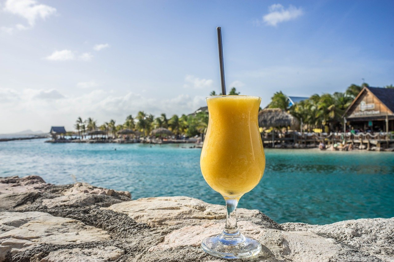 Curacao, Cocktail, Sea, Bay, Singles Holidays, Solo Travel, Singles Vacations, Solo Holidays (Image: Pixabay)