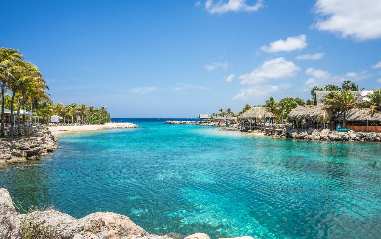 Curacao, Meer, Bucht, Palmen, Singlereisen, Solo Travel (Bild: Pixabay)